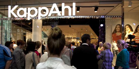 KappAhl har butiker i Sverige, Norge, Finland, Polen och Tjeckien. Här från öppning Prag.